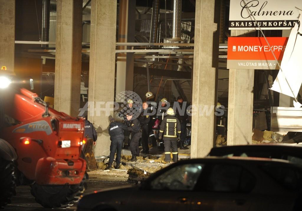 ラトビアでスーパーの屋根崩落、18人死亡 買い物客ら生き埋め