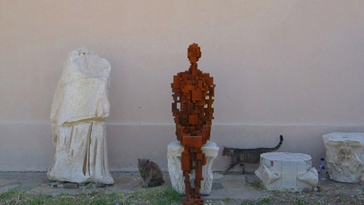 動画:古代ギリシャ遺跡に人体彫刻、世界遺産の島で初の現代美術展