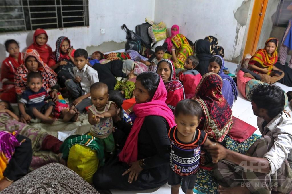 大型サイクロン「モラ」直撃、30万人以上が避難 バングラデシュ