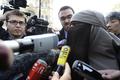 ブルカ禁止法施行後、初の拘束 フランス
