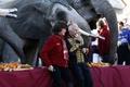 モナコ大公宮殿前で野外サーカス、世界中のパフォーマーが集結