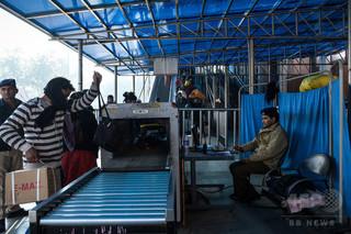中国人女性、バッグの盗難恐れ自分もX線検査装置に侵入