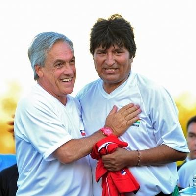 サッカー好きのボリビア大統領、ファウル行為受け負傷 すぐに報復