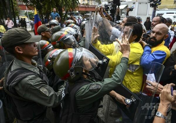 ベネズエラ最高裁、議会から立法権剥奪 「クーデター」との批判も