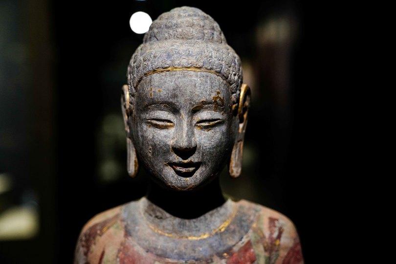 端正な表情が魅力 穴蔵から見つかった精巧な仏像たち 中国・山東省 ...
