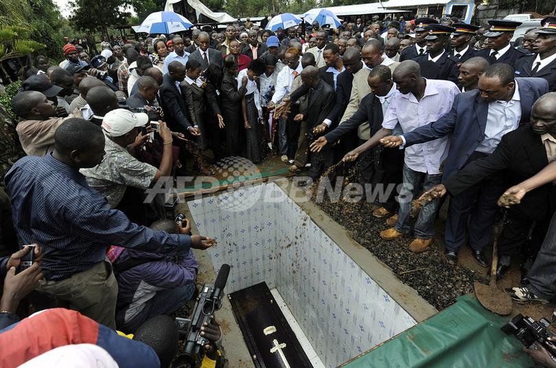 五輪マラソン金メダル ワンジル氏の葬儀が行われる、死因の捜査は継続中