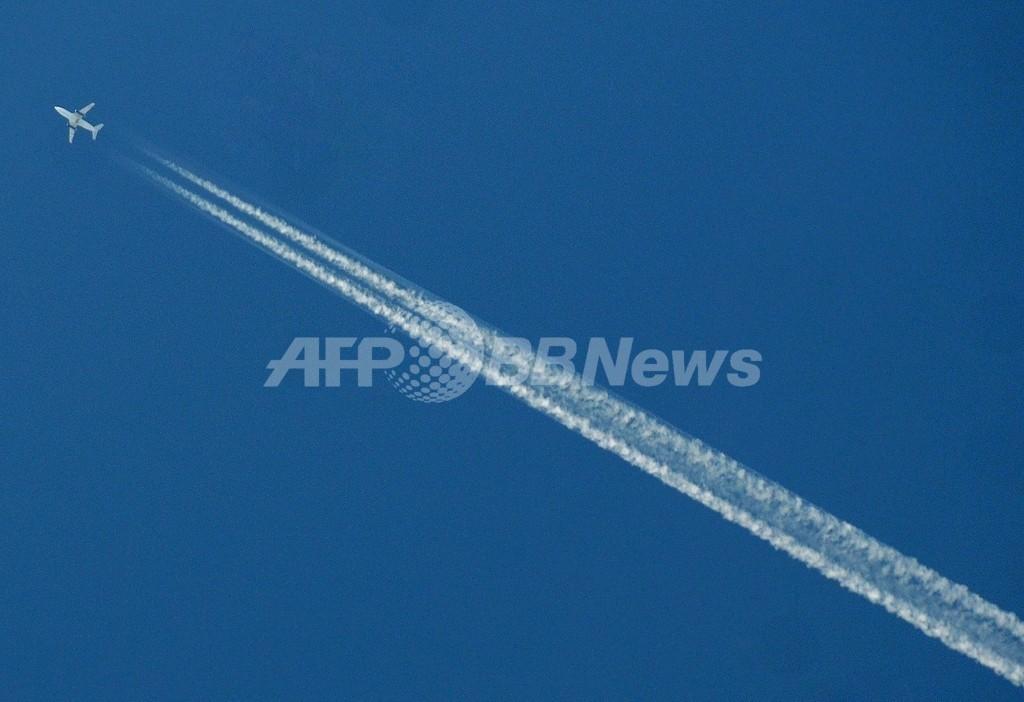 ロス沖の「謎のミサイル雲」、正体はただの飛行機雲