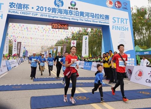 4歳児も参加、5200人で「海抜2000mマラソン」 中国・青海省