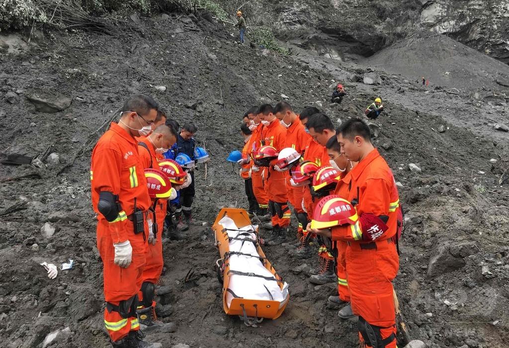 中国土砂崩れ、捜索活動中断 二次災害の恐れ
