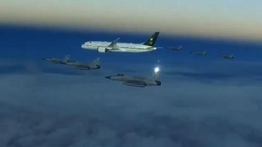 動画:アジア歴訪中のサウジ皇太子の搭乗機、パキスタン上空で空軍戦闘機がエスコート