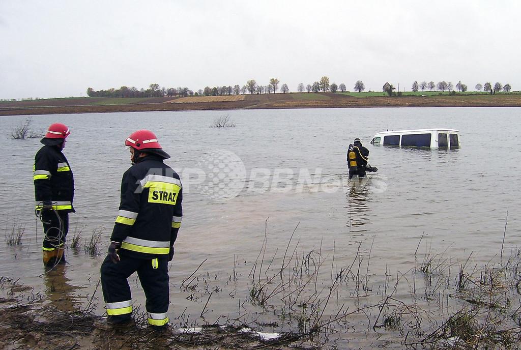 カーナビ過信で自動車が湖に突入、ポーランド