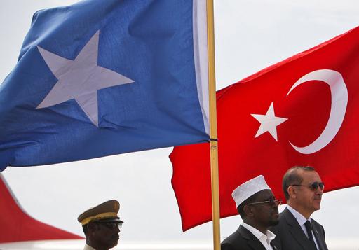 トルコ首相、干ばつのソマリアを公式訪問 世界に支援を呼びかけ