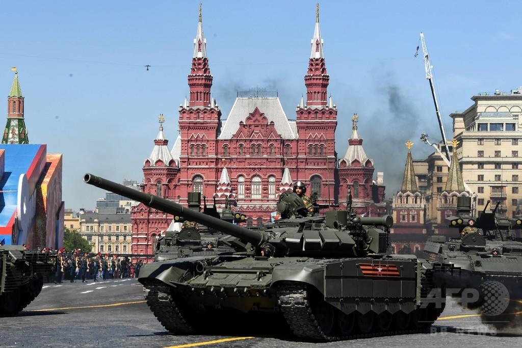 ロシア、戦勝記念日の軍事パレードで最新兵器を披露