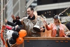 ワールドシリーズ覇者のジャイアンツが祝賀パレード