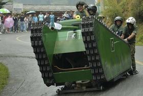 手作りカートを披露、コロンビアで「カーフェスティバル」