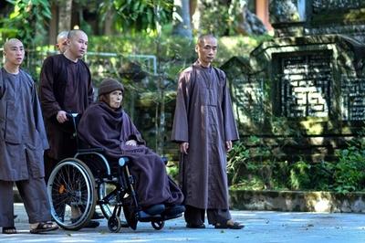 禅僧ティク・ナット・ハン師、母国ベトナムに永住帰国 当局は監視