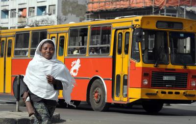 バスが崖から転落、38人死亡 エチオピア