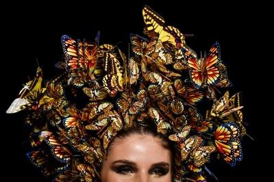 コロンビアでファッションショー、地元デザイナーらが新作
