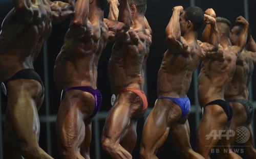 コロンビアでボディービル大会、男女が肉体美競う