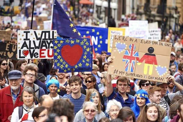 EU離脱に抗議のデモ行進、4万人以上が参加 英ロンドン
