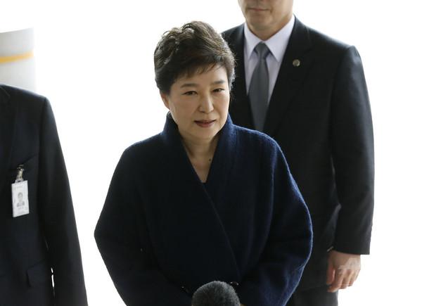 韓国の朴前大統領、検察に出頭 「誠実に聴取に応じる」