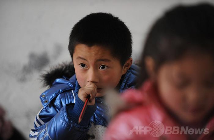 中国児童300人が鉛中毒、原因は「鉛筆かむ癖」?高官発言に非難
