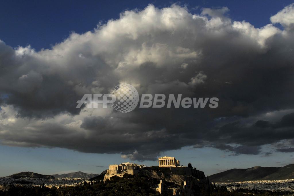 パルテノン神殿の上に浮かぶ雲、ギリシャ