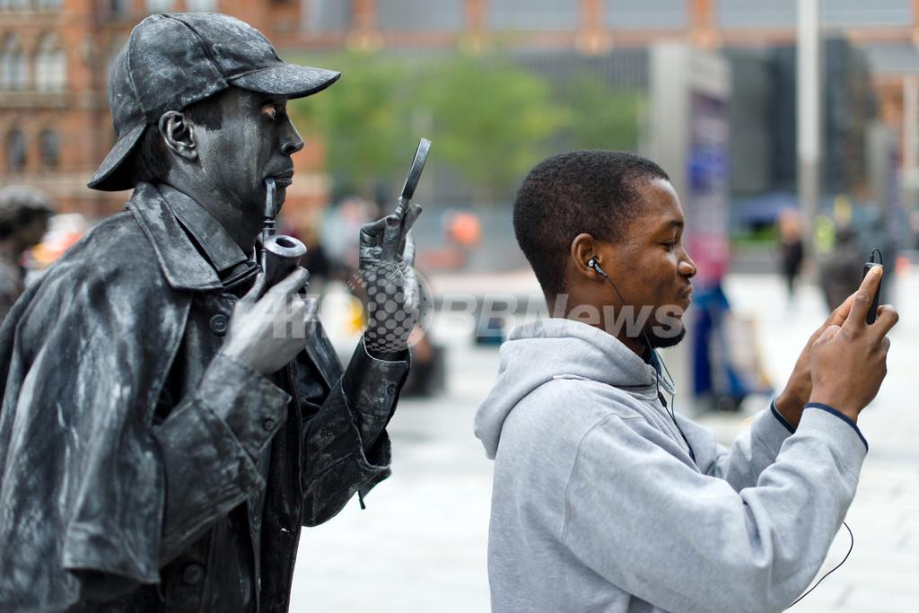 シャーロック・ホームズの「生ける銅像」が出現!英ロンドン