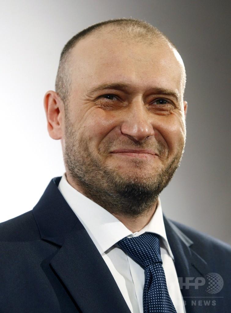 ウクライナ、極右指導者を軍の顧問に 民兵組織の統率を強化