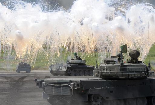 陸上自衛隊、「富士総合火力演習」を実施