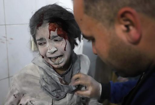シリア政府軍、東グータの半分掌握 空爆死者さらに増加