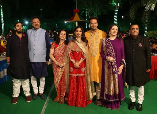 インド大富豪の一人娘が超豪華結婚式、宴会ではビヨンセやヒラリー氏ら登場