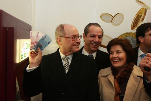 地中海のマルタとキプロスで欧州単一通貨ユーロの流通開始