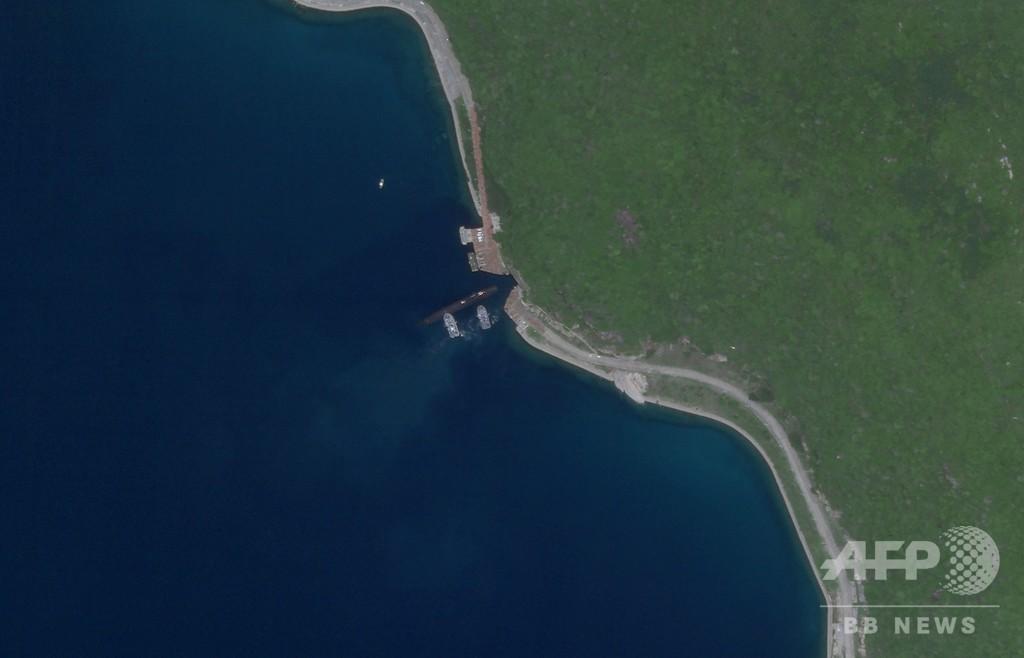 地下基地に入る中国の原子力潜水艦? 米企業が衛星写真公開