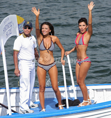 「2008ミス・コロンビア」出場者ら、水着で登場 「2008ミス・コロンビア」出場者ら、水着で登