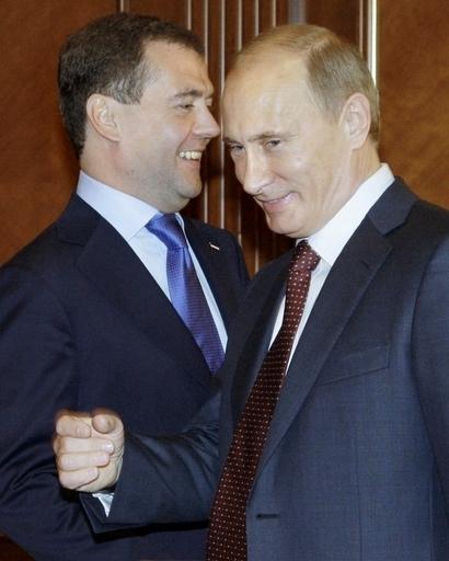 プーチン首相の夏はすでに選挙戦だった?メドベージェフ大統領と確執か ロシア