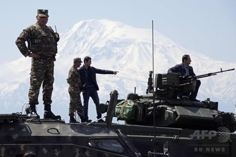 アルメニア首都で軍事見本市、軍用車両など出展