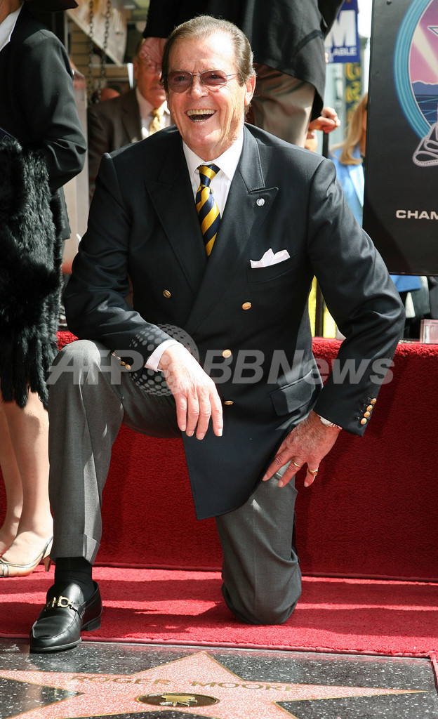 じき80歳のロジャー・ムーア、2350人目のハリウッドの殿堂入り
