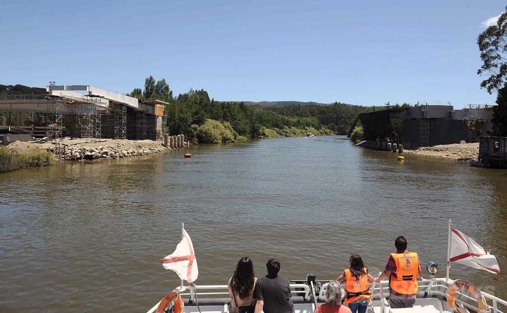 チリ初の跳ね橋、驚きの工事ミスでオープン延期