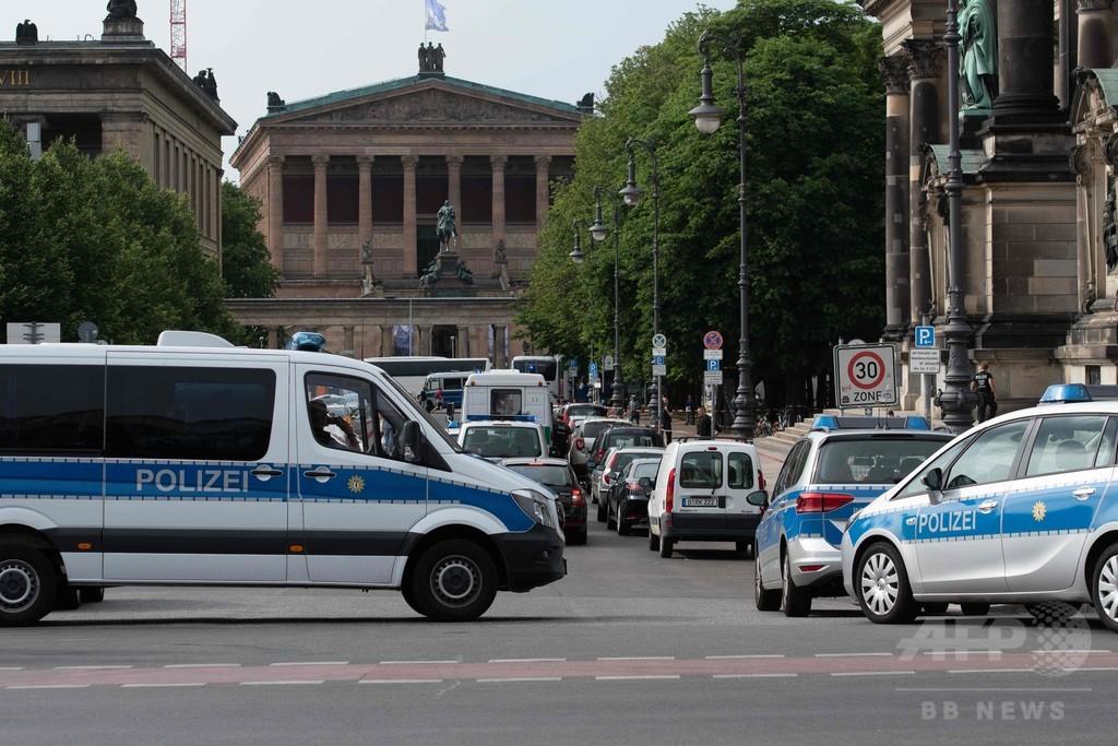 独ベルリン大聖堂で男が刃物振り回す、テロの可能性なし