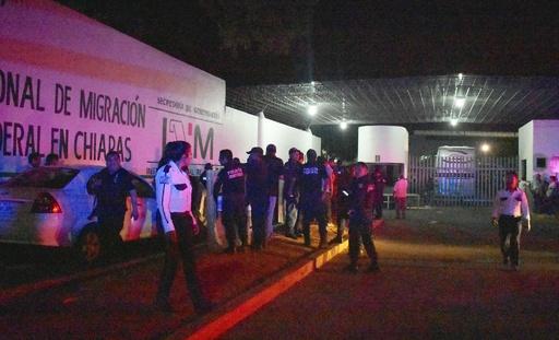メキシコの移民収容施設から1300人脱走、過密状態に不満