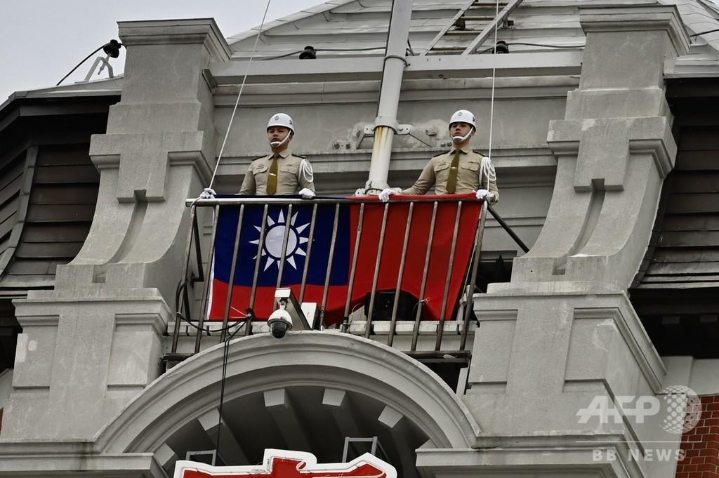 台中外交官らがフィジーで乱闘、菓子の飾りの台湾旗が火に油?