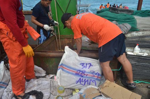フィリピンのサンゴ礁で中国船が座礁、実はセンザンコウ密輸船