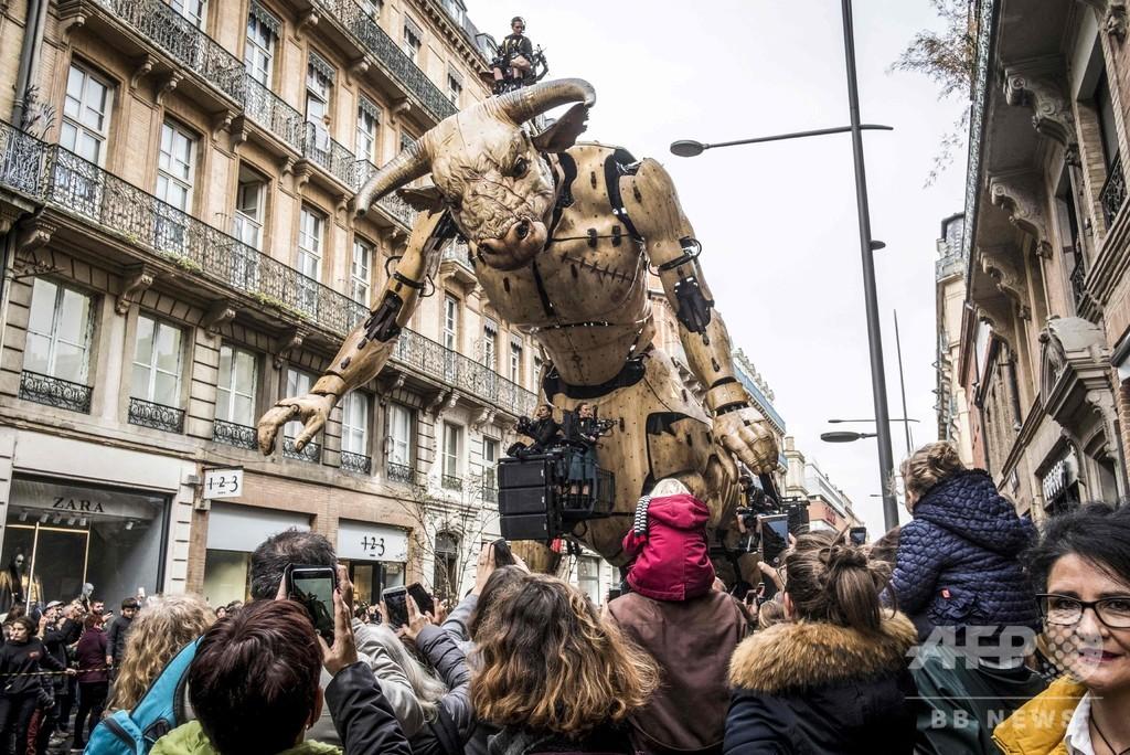 ギリシャ神話の怪物ミノタウロスと巨大クモ、仏南部に襲来?