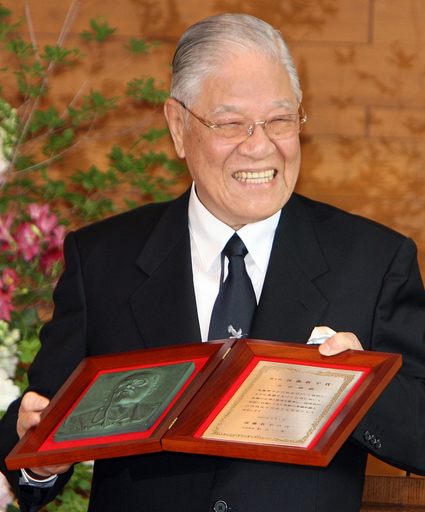 中国、李前総統の靖国参拝に直接言及はなし