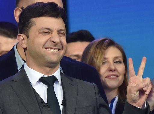 コメディアン候補が旧体制の打破誓う、ウクライナ大統領選討論会