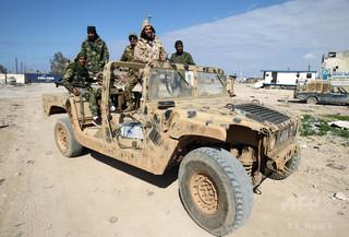 リビア南部の航空基地に攻撃、141人死亡
