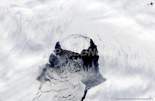 マンハッタン島サイズの氷山、南極海の航路付近に到達の恐れ