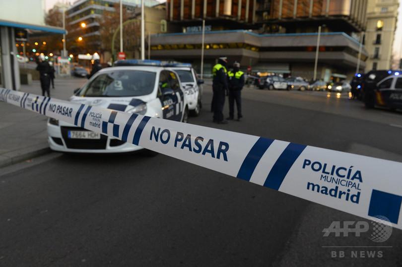 スペイン与党本部にガスボンベ積んだ車突っ込む、負傷者はなし