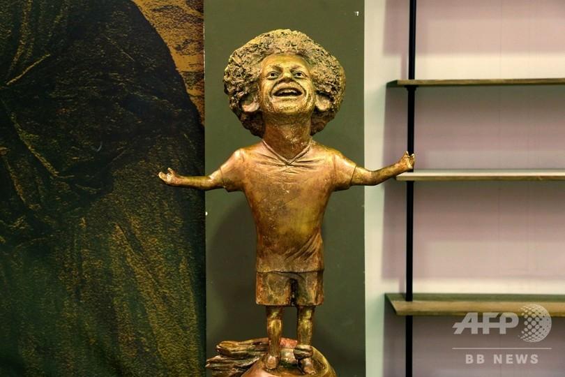 「こびとサラー」の銅像、ネットで嘲笑の的に 母国エジプトで公開